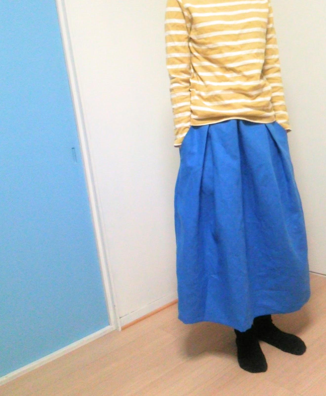 秋もブルー。ブルーのリネンロングスカートをはいてみるのも・・・。