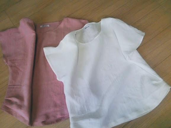 リネンのブラウスは、ピンクがかわいい。サイドのタックがポイントです!
