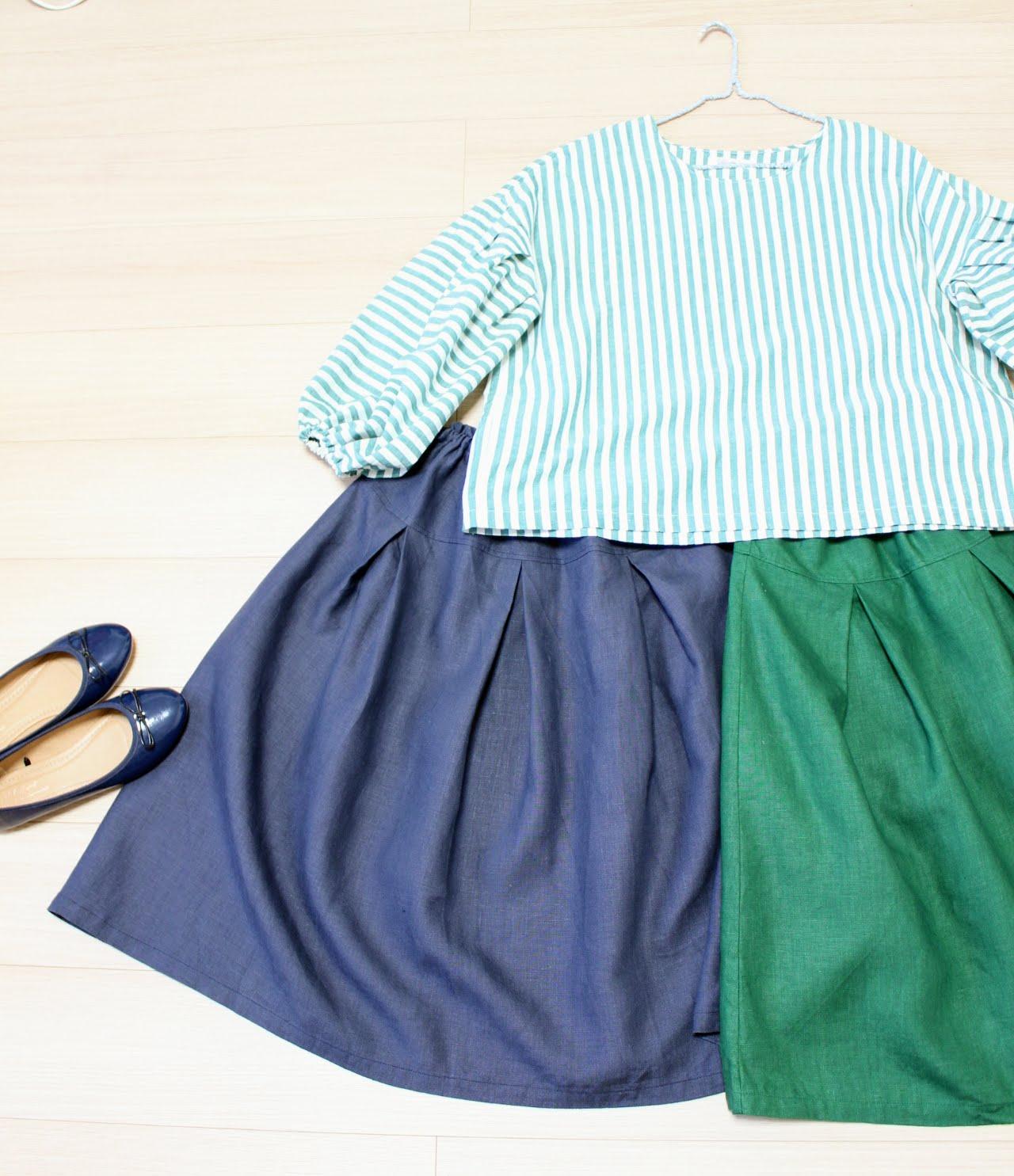 春は、しましま。ストライプグリーンのブラウスとボックスプリーツスカート