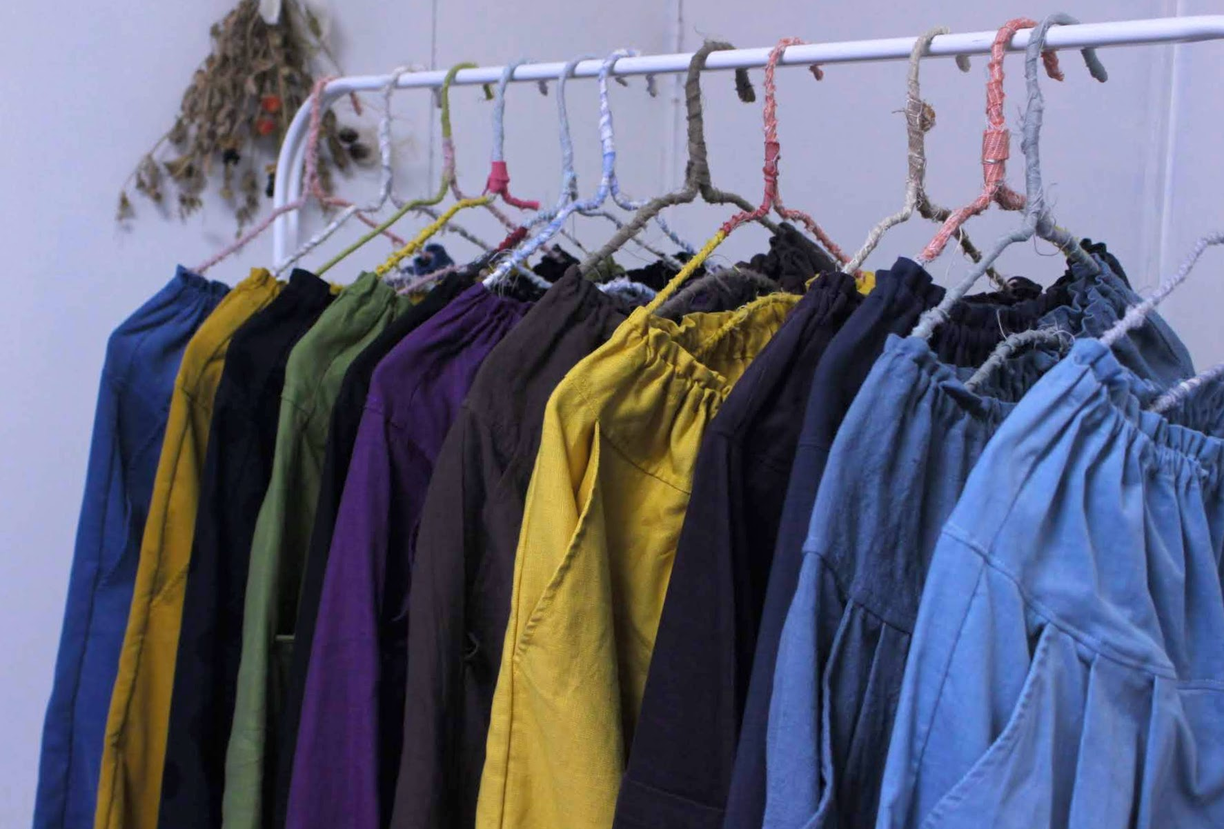 千葉の印旛の家ギャラリーさんへ追加のお洋服お届けいたします