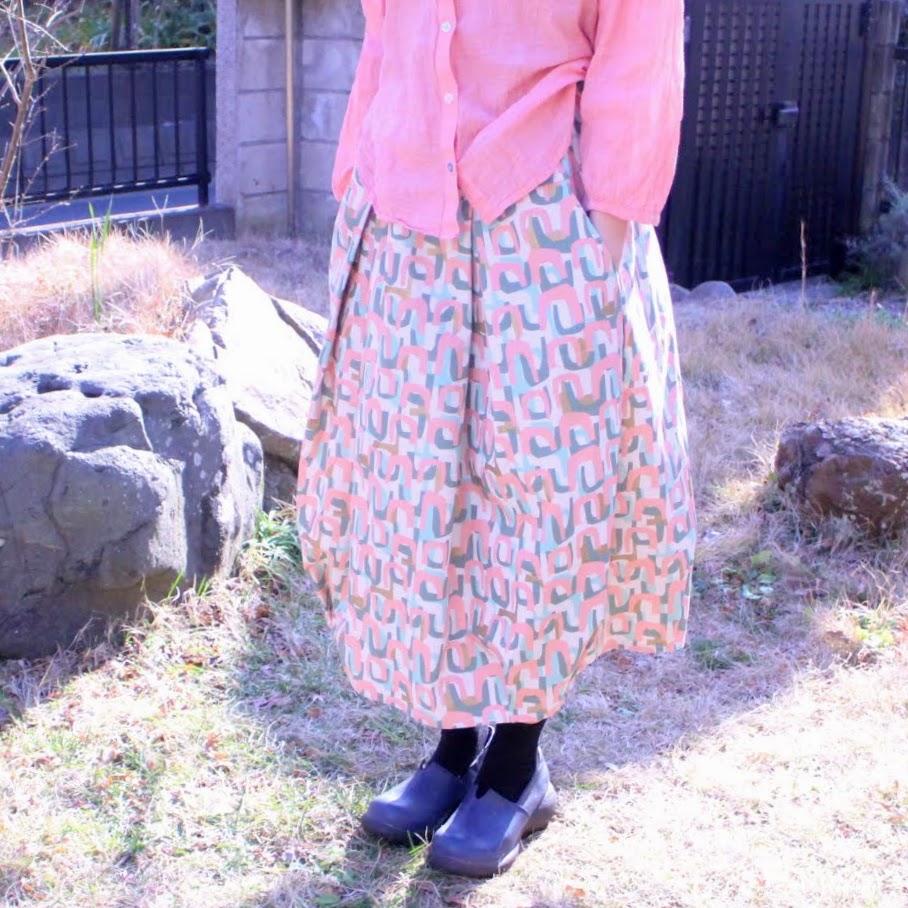 シルエットがふんわりなのに広がりすぎないバルーンスカート。