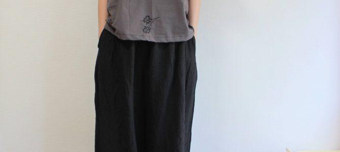 刺繍のブラウスにスッキリパンツもいいけど・・・私はキュロットスカートに合わせたい。