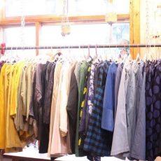 今年の秋冬の一押しは無地のコーデュロイのお洋服です!