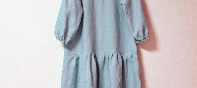 新作のローウエストワンピースはフレンチリネン1色で雰囲気を変えて