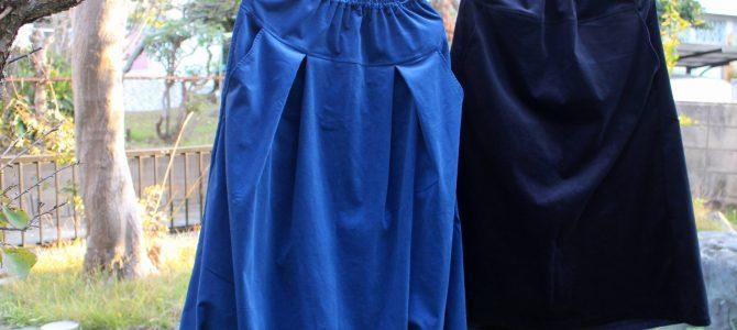 コーデュロイのスカート 紺色と黒 タックなしとバルーン