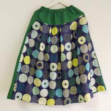 夏は、プリント柄のスカートで